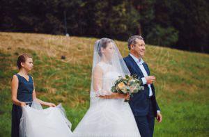 Невеста с отцом церемония брака