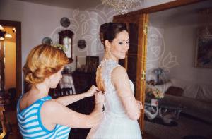 Сборы невесты в домашней обстановке