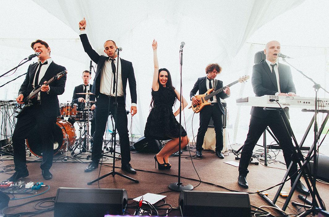 Музыкалный коллектив в шатре Валуево