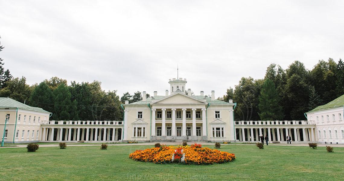 дом - Дворец в усадьбе Валуево