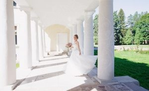 Фотосессия в колоннадах дворца