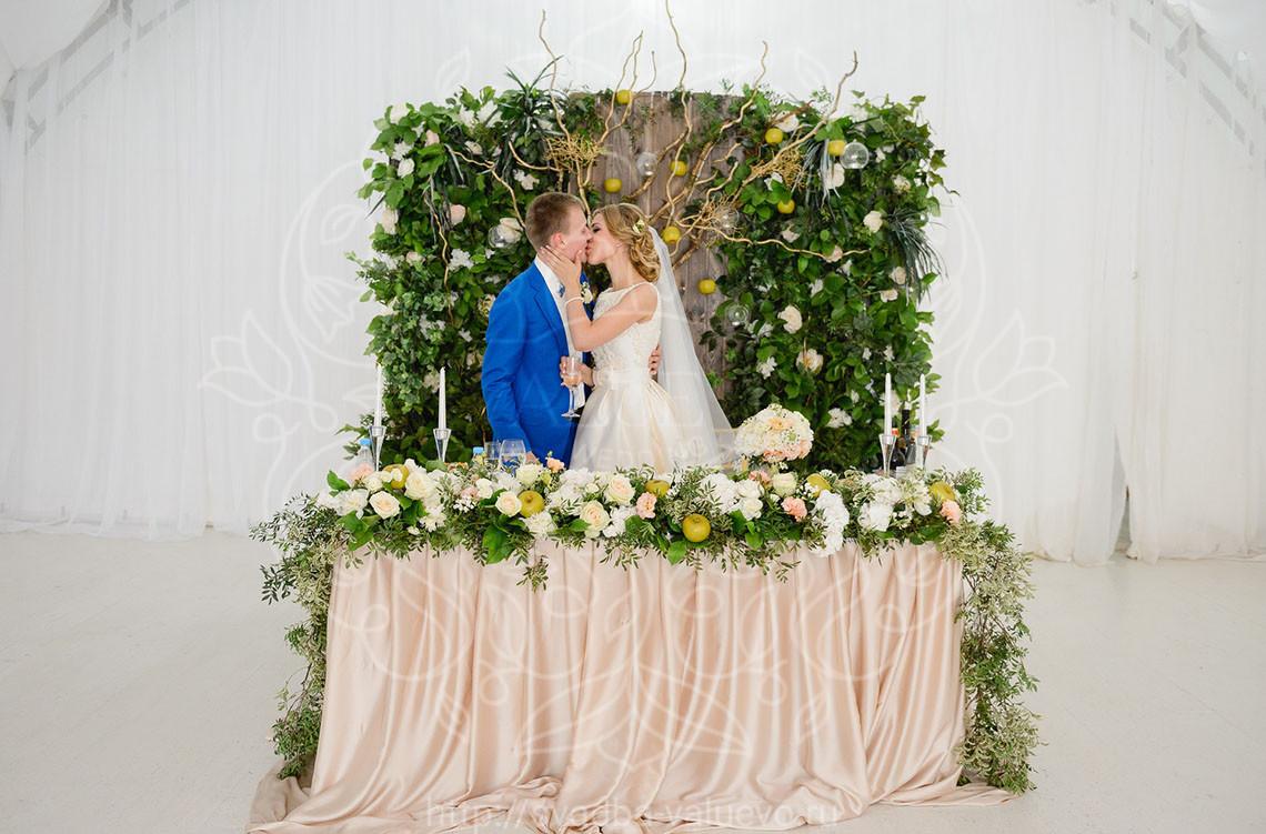 Свадьба в шатре в яблочном стиле