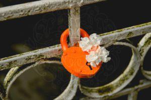 Свадебный замок оранжевый цвет