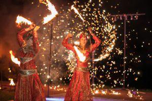 Огненное шоу на свадьбе в шатре
