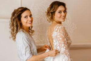Сесстры близняшки на свадьбе
