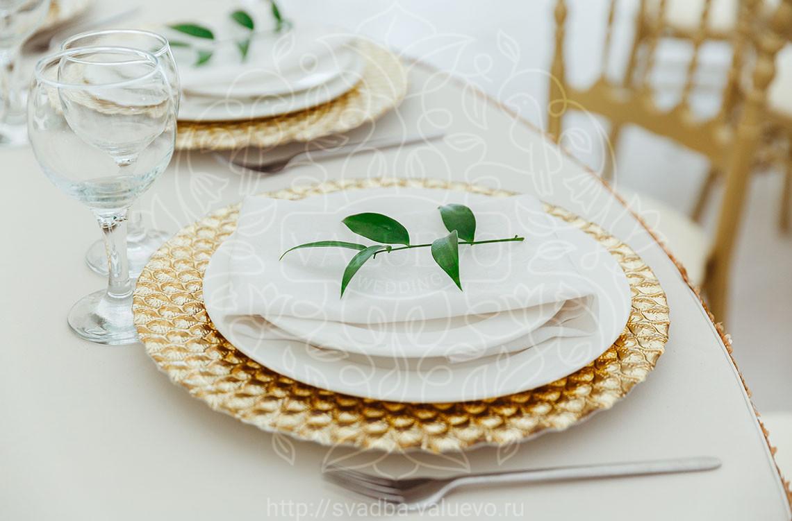 Украшение гостевого стола на свадьбу